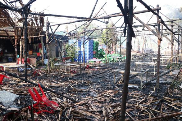 Hai vụ cháy kho hóa chất và công ty gỗ tại Bình Dương - Ảnh 2.