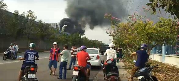 Hai vụ cháy kho hóa chất và công ty gỗ tại Bình Dương - Ảnh 5.