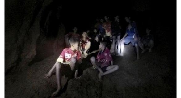 Phim về giải cứu đội bóng Heo Rừng, mỗi em được gần 100.000 USD - Ảnh 1.