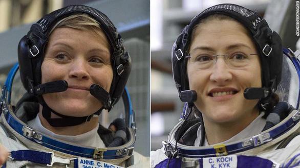 Đội nữ phi hành gia đầu tiên đi bộ trong không gian - Ảnh 1.