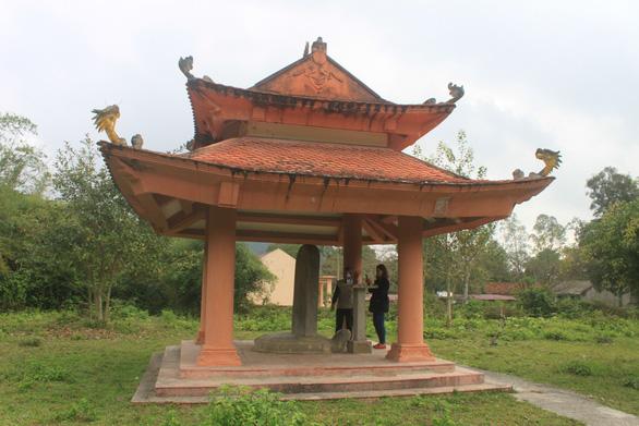 Di tích quốc gia Ly cung nhà Hồ xuống cấp và bị lãng quên - Ảnh 4.