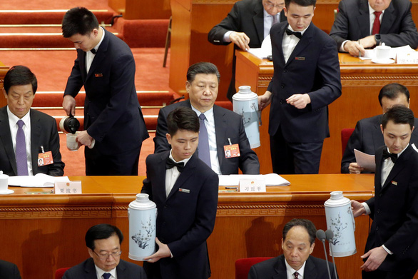 Chuyện trà nước, cấm điện thoại ở kỳ họp Quốc hội Trung Quốc - Ảnh 4.