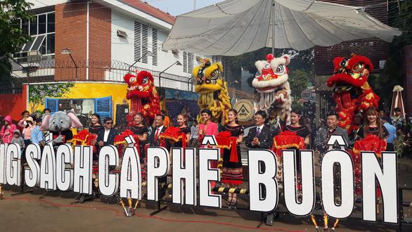 HHen Niê dự khai mạc đường sách tại Lễ hội cà phê Buôn Ma Thuột - Ảnh 1.