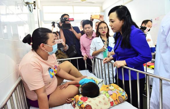 Hơn 139.000 trẻ ở TP.HCM không tiêm vacxin sởi - rubella - Ảnh 2.