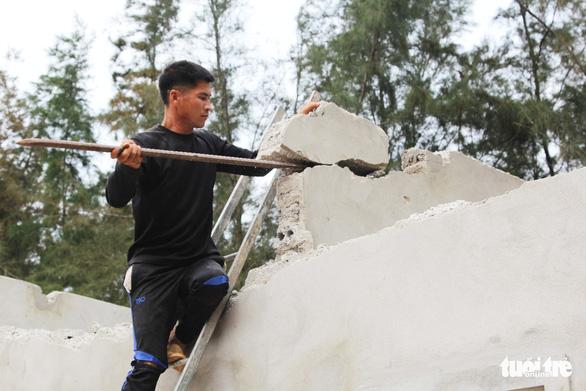 Vụ làm đầm tôm phá rừng phòng hộ: dỡ nhà xây trái phép - Ảnh 2.
