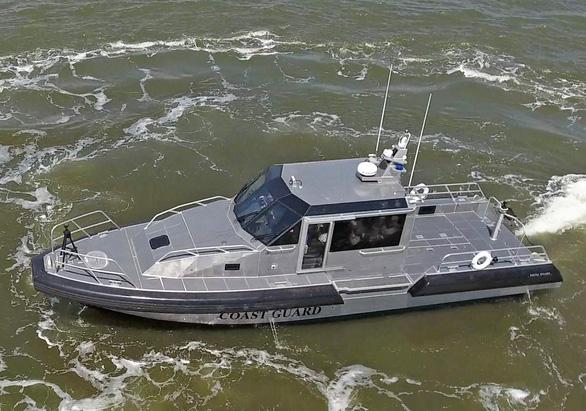 Mỹ giao 6 xuồng tuần tra cho Cảnh sát biển Việt Nam - Ảnh 1.