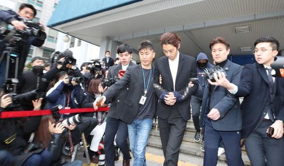 Jung Joon Young có thể bị truy tố tội quay lén và phát tán video sex - Ảnh 2.