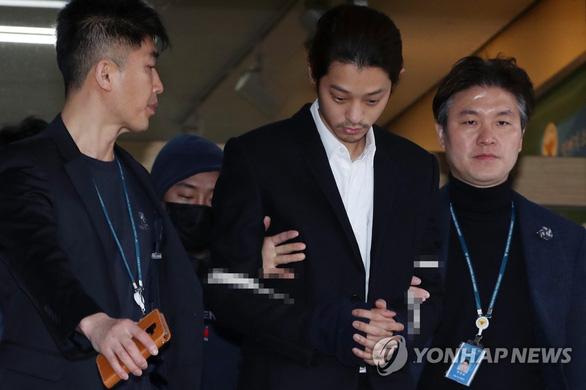 Jung Joon Young có thể bị truy tố tội quay lén và phát tán video sex - Ảnh 3.