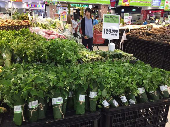 Các siêu thị nhập cuộc cơn lốc gói thực phẩm bằng lá chuối - Ảnh 3.