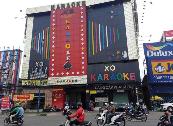 39 người dương tính ma túy trong quán karaoke của Phúc XO - Ảnh 1.