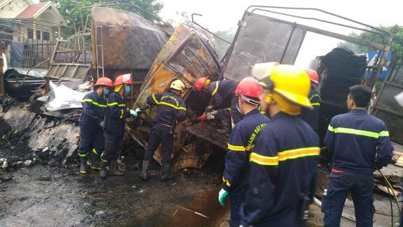 Hai xe tải cháy dữ dội sau va chạm, hai người tử vong - Ảnh 4.