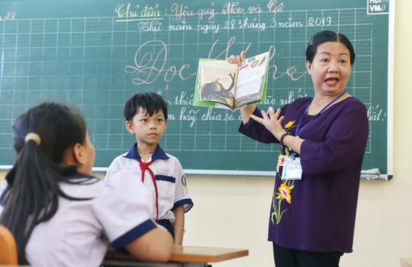 Đưa sách vào khắp nơi trong trường để học trò ham đọc sách - Ảnh 1.