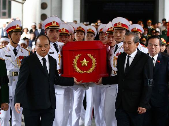 Tiễn đưa Trung tướng Đồng Sỹ Nguyên về đất mẹ - Ảnh 4.