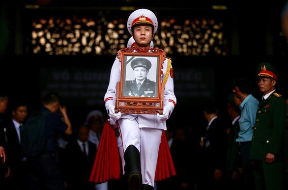 Tiễn đưa Trung tướng Đồng Sỹ Nguyên về đất mẹ - Ảnh 1.