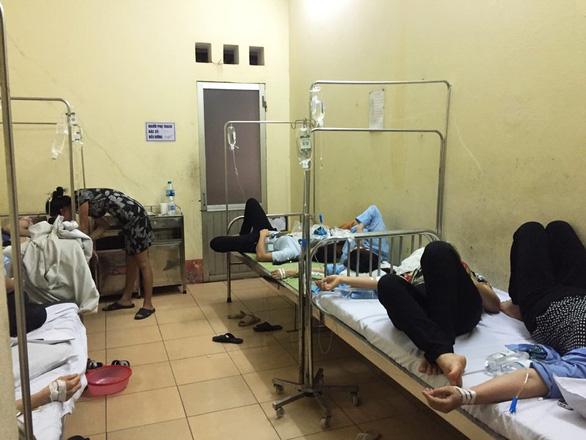Gần 90 công nhân cấp cứu trong đêm nghi bị ngộ độc thực phẩm - Ảnh 4.