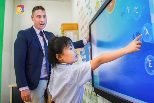 HUTECH Education giới thiệu Trường liên cấp song ngữ Quốc tế Hoàng Gia - Ảnh 1.