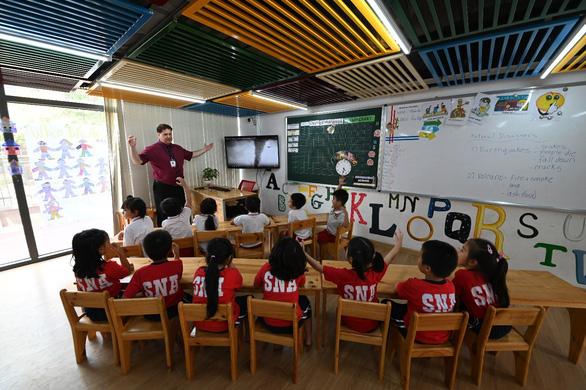 Giáo dục cần chú trọng dạy người hơn dạy chữ - Ảnh 4.
