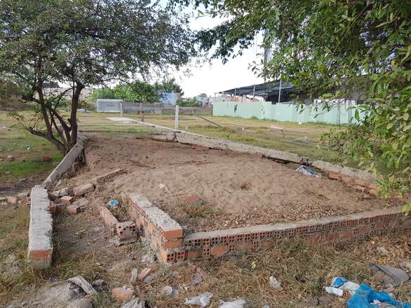 2 xã  Vĩnh Lộc A, B ở Bình Chánh 15 năm không dự án nhà nào hoàn thành - Ảnh 1.