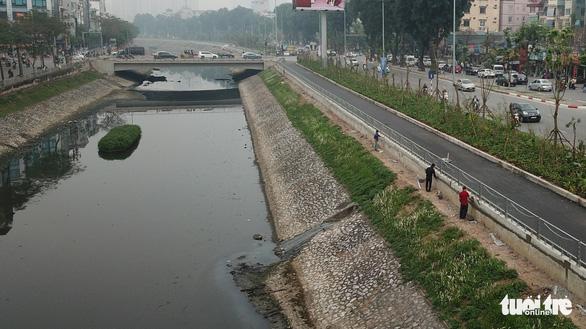 Chuyên gia Nhật: Chỉ 3 ngày sông Tô Lịch giảm hôi - Ảnh 1.
