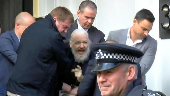Vụ Wikileaks: Cảnh sát Anh nói bắt Julian Assange vì Mỹ - Ảnh 1.