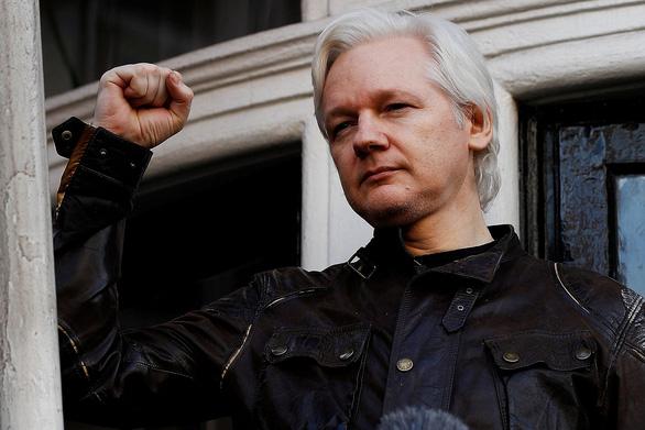 Ông trùm WikiLeaks bị cảnh sát Anh bắt - Ảnh 1.