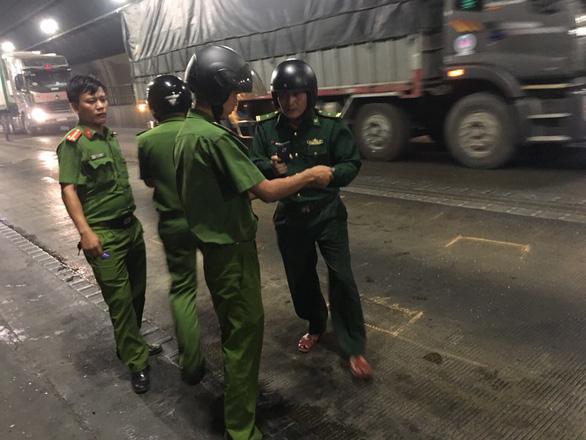Lại xảy ra tai nạn liên hoàn trong hầm Hải Vân vì xe dừng đột ngột - Ảnh 2.