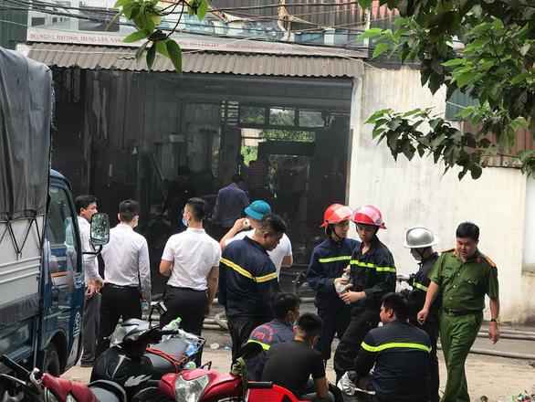 Phó thủ tướng yêu cầu làm rõ nguyên nhân vụ cháy nhà xưởng 8 người chết - Ảnh 1.