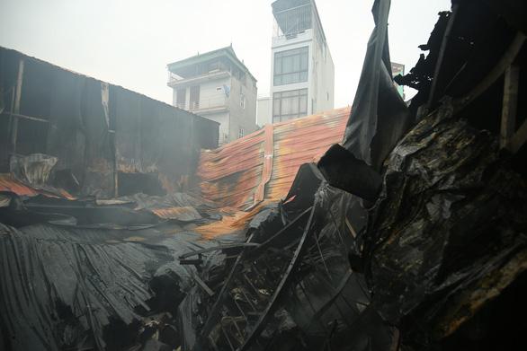 Vụ cháy 8 người chết: Nhà xưởng xây dựng trên đất lấn chiếm - Ảnh 1.