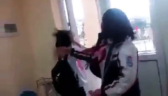 Thêm nữ sinh ở Quảng Ninh bị bạn đánh trong lớp, quay clip lên Facebook - Ảnh 1.