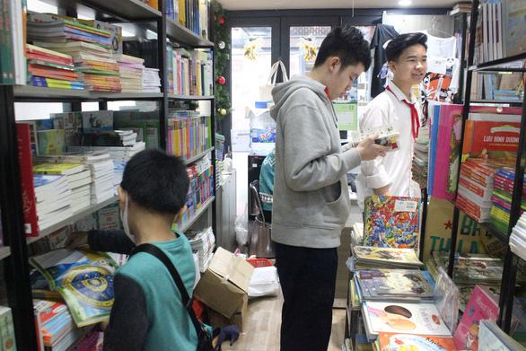 Triệu tủ sách, ngàn hội thảo sách, người Việt chỉ đọc 0,8 cuốn mỗi năm! - Ảnh 1.