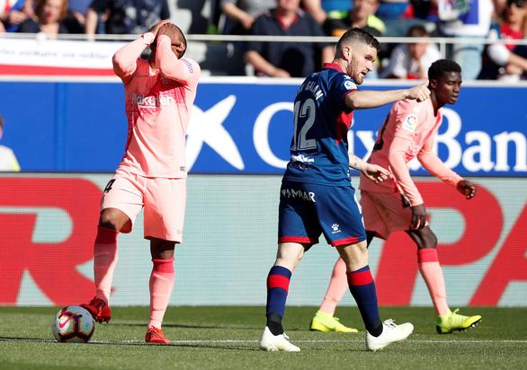 Vắng Messi, Barca bị đội chót bảng Huesca cầm chân - Ảnh 1.