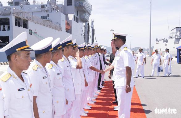 Hai tàu hải quân và 735 sĩ quan, thủy thủ Ấn Độ thăm Khánh Hòa - Ảnh 1.