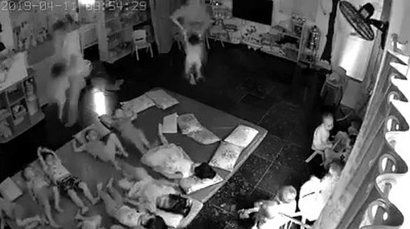 Đình chỉ hoạt động trường mầm non tư thục nghi bạo hành trẻ - Ảnh 2.