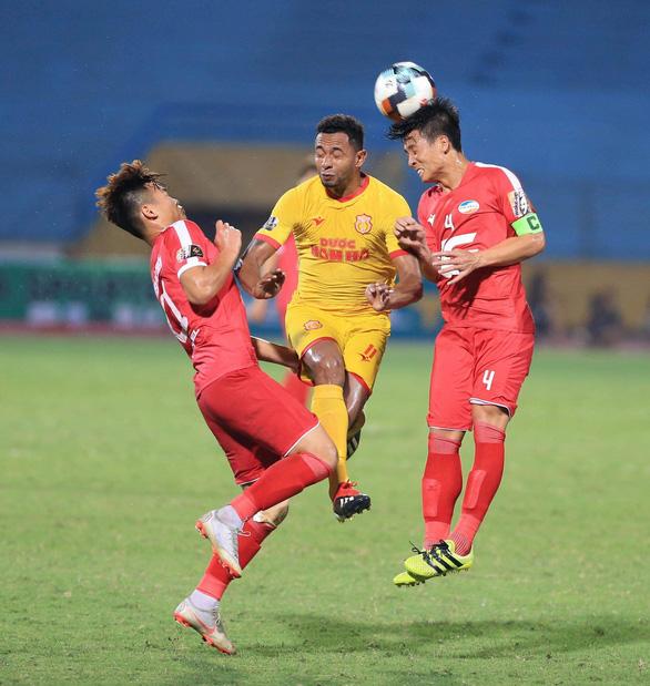 Trung vệ Bùi Tiến Dũng ghi bàn giúp Viettel đá bại Nam Định - Ảnh 3.