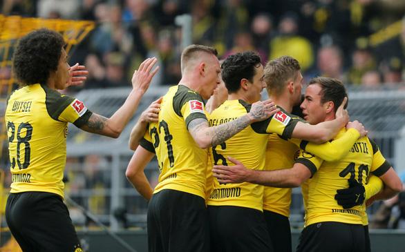 Sancho lập cú đúp giúp Dortmund soán ngôi của Bayern Munich - Ảnh 2.