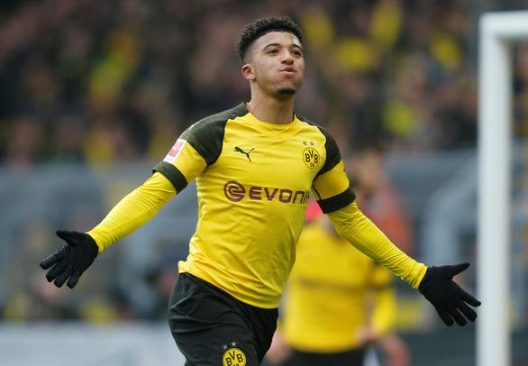 Sancho lập cú đúp giúp Dortmund soán ngôi của Bayern Munich - Ảnh 1.