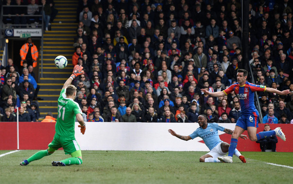 Đá bại Crystal Palace, M.C gia tăng áp lực lên Liverpool - Ảnh 1.