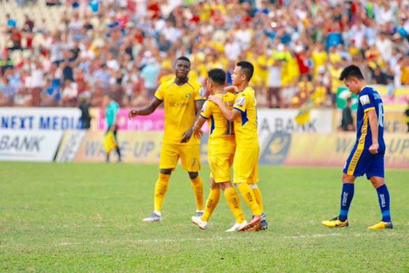 10 cầu thủ Sông Lam Nghệ An đá bại Thanh Hóa - Ảnh 1.