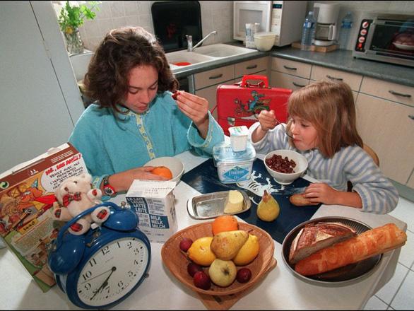 Dân giàu ăn sáng rẻ, dân nghèo ăn sáng đắt - Ảnh 1.