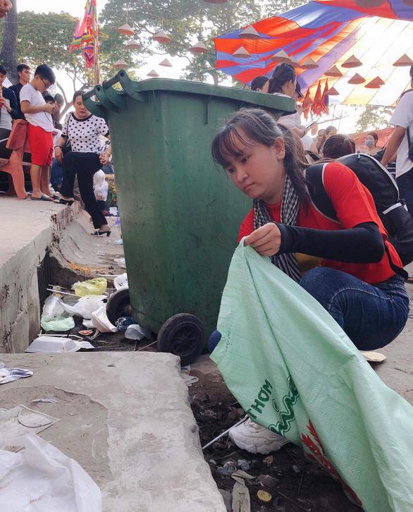 Từ TP.HCM đến lễ hội ở Cần Thơ để... dọn rác - Ảnh 3.