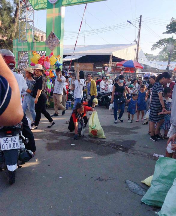 Từ TP.HCM đến lễ hội ở Cần Thơ để... dọn rác - Ảnh 4.