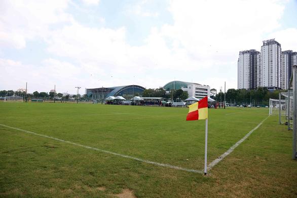 Bóng đá TP.HCM có hai sân tập mới gần 7 tỉ đồng - Ảnh 5.