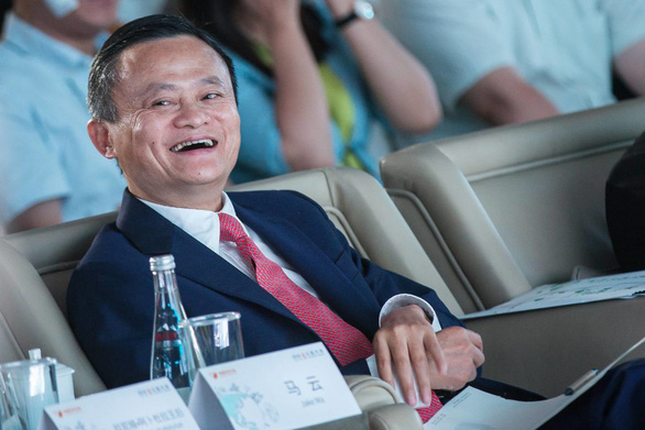 Tỉ phú Jack Ma khuyên giới trẻ vắt kiệt sức mà làm - Ảnh 1.