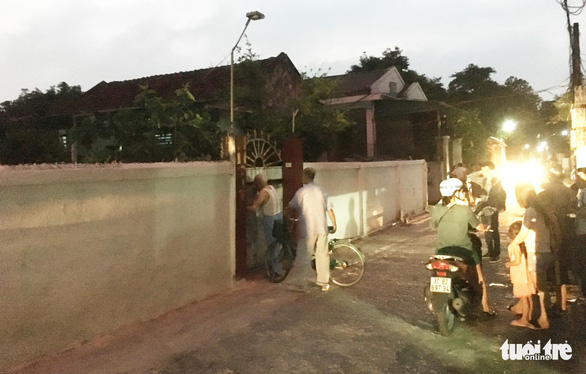 Hàng chục cảnh sát phong tỏa phố, vây bắt vụ nghi mua bán ma túy - Ảnh 7.
