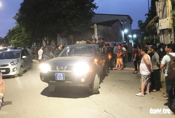 Hàng chục cảnh sát phong tỏa phố, vây bắt vụ nghi mua bán ma túy - Ảnh 6.