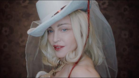 Madonna hóa điệp viên đa nhân cách trong album Madame X - Ảnh 1.