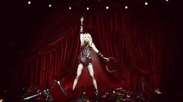 Madonna hóa điệp viên đa nhân cách trong album Madame X - Ảnh 3.