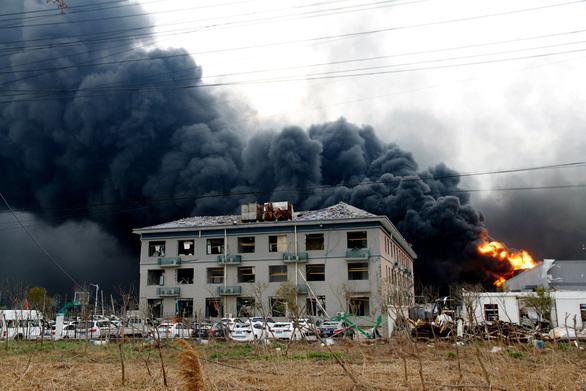 Cháy hóa chất tại nhà máy dược Trung Quốc, 10 người thiệt mạng - Ảnh 1.