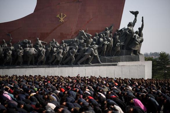 Người dân Triều Tiên mừng ngày sinh nhà sáng lập đất nước - Ảnh 5.