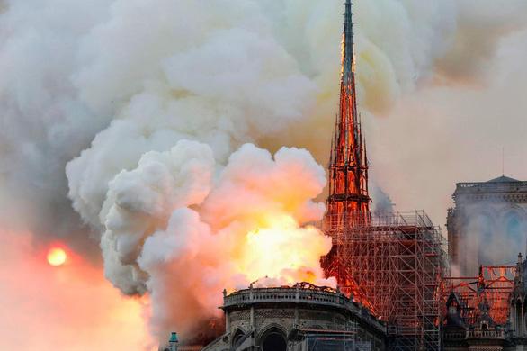 Cháy Nhà thờ Đức Bà Paris: dân Pháp buồn và sốc nhưng không ai chửi bới - Ảnh 1.